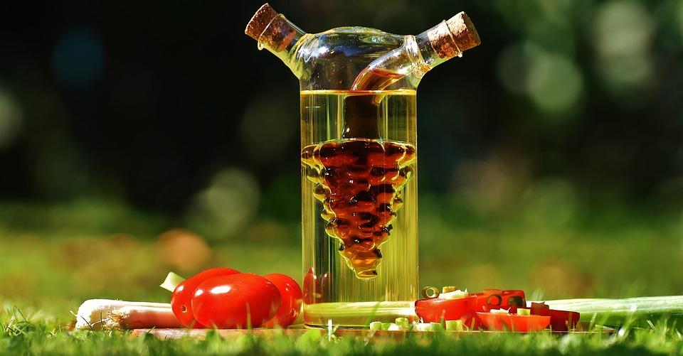 Vinegar oil