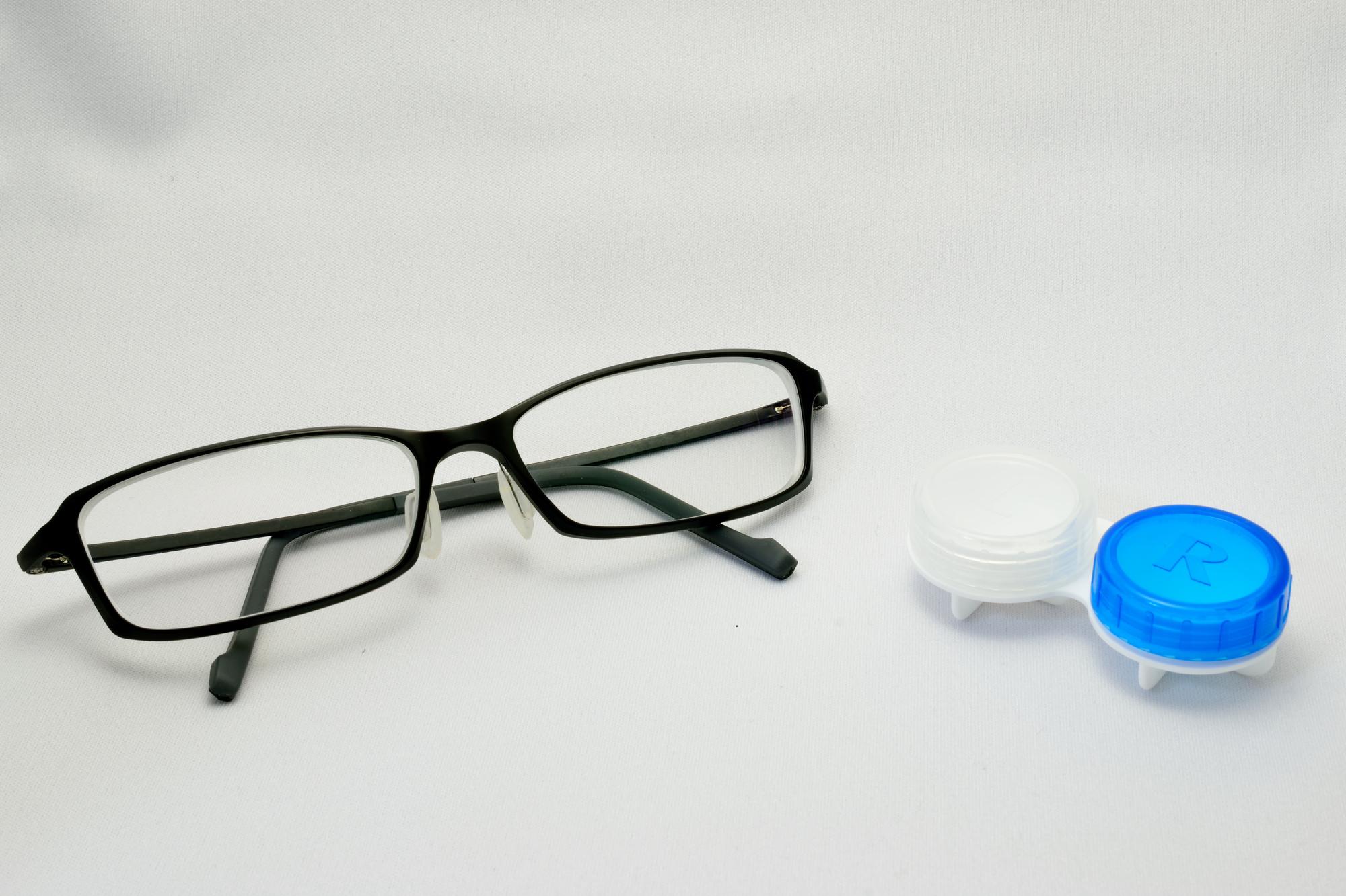 contact vs glasses