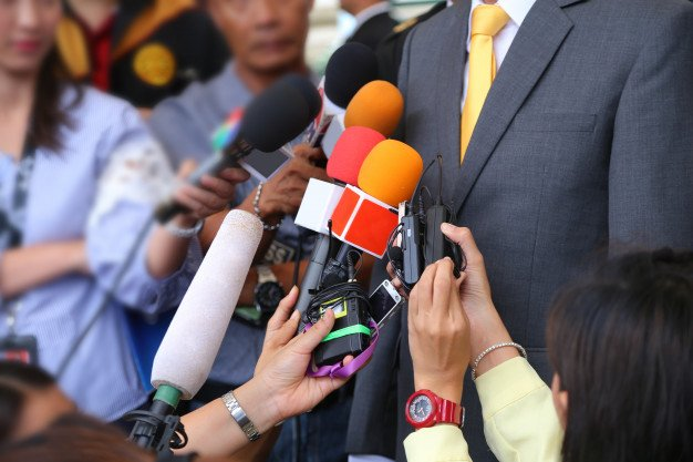 become journalist