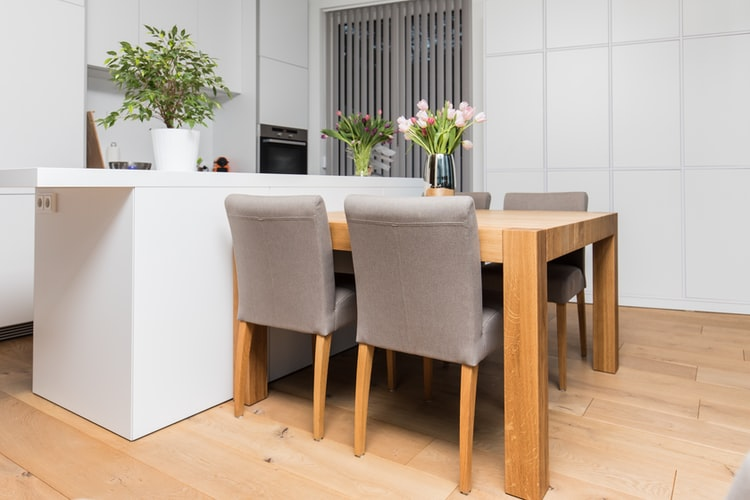Kitchens Attached To The Dining Area: